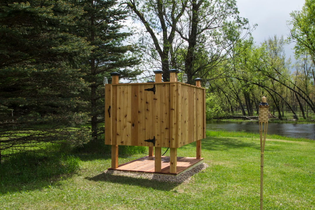 Outdoor Cabin Shower – Rhinelander, WI